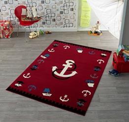 Kinder Teppich Kinderteppich mit Anker / rot / Teppich / Kinder Teppich / Kinderspielteppich / Kinderteppich / Wandteppich / Modell Kinderteppich maritim / Dieser wunderschöne und Kinderteppich mit Anker ist in der Größe ca. 200 x 140 cm erhältlich / Dieser Kinderteppich begeistert die Kids im Nu. In trendigen Farben wird er zum Blickfang in jedem Kinderzimmer. Sooo süß / Ist er endlich in das Kinderzimmer eingezogen, werden die Kleinen sich an diesem lustigen Motiv nicht satt sehen können. Farblich bunt, bringt dieser Kinderteppich eine harmonische Note in jedes Kinderzimmer und bereichert es durch einen modernen und fröhlichen Farbtupfer. Gleichzeitig motivieren sie auch zum Träumen, zum Lernen und sind so lustig, dass sich Ihr Kind seine helle Freude daran haben wird und sich nicht satt sehen kann. Die modernen Designs passen dabei ideal in die Kinderzimmer von heute und begeistern durch die unglaubliche Farbintensität - 1